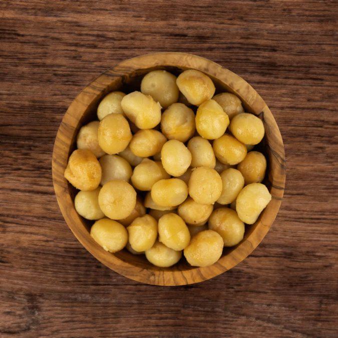 Macadamia's gebrand ongezouten